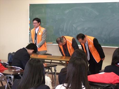 幹事L山田 秀夫とともにご挨拶